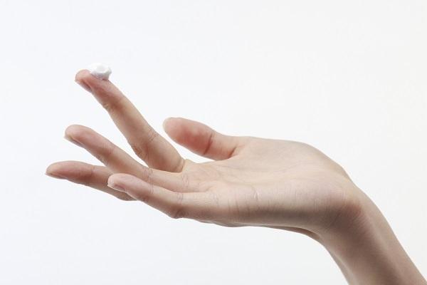 피부건강을 위해서는 화장솜보다 깨끗이 닦은 손으로 화장품을 발라야한다(사진=클립아트코리아).